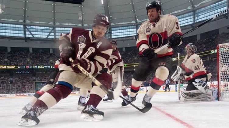 Les Canucks face aux Senators dans les tenues d'époque