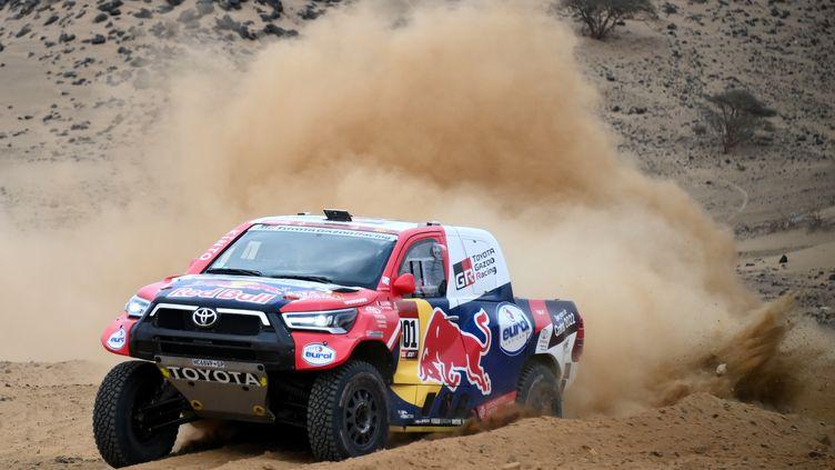 Le Qatari Nasser Al-Attiyah (Toyota) à l'attaque sur le Dakar 2021 (FRANCK FIFE / AFP)