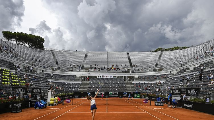 Karolina Pliskova au service pendant la finale du tournoi de Rome, en septembre. (RICCARDO ANTIMIANI / POOL)