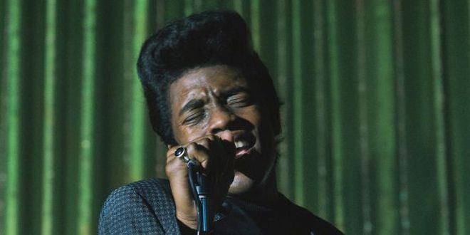 """Chadwick Boseman incarne James Brown dans le biopic """"Get on Up"""".  (Photo D.Stevens / Universal Pictures)"""