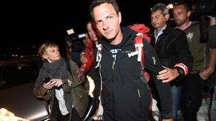 L'ancien trader Jérôme Kerviel interpellé à son retour en France, le 18 mai 2014 à Menton (Alpes-Maritimes). (ANNE-CHRISTINE POUJOULAT / AFP)