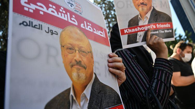 Rassemblement à la mémoire de Jamal Khashoggi, deux ans après son assassinat, à Istanbul le 2 octobre 2020 (OZAN KOSE / AFP)