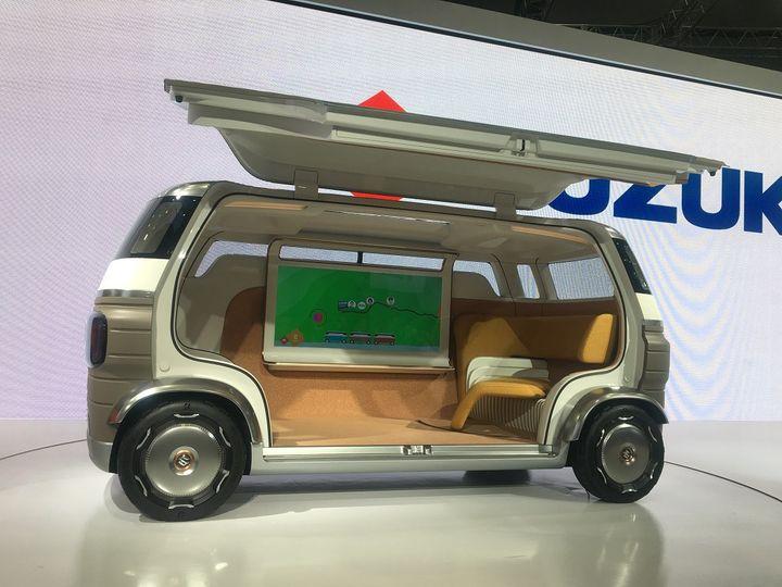 Le futur de la mobilité urbaine vu par le japonais Suzuki. (SERGE MARTIN FRANCE INFO)