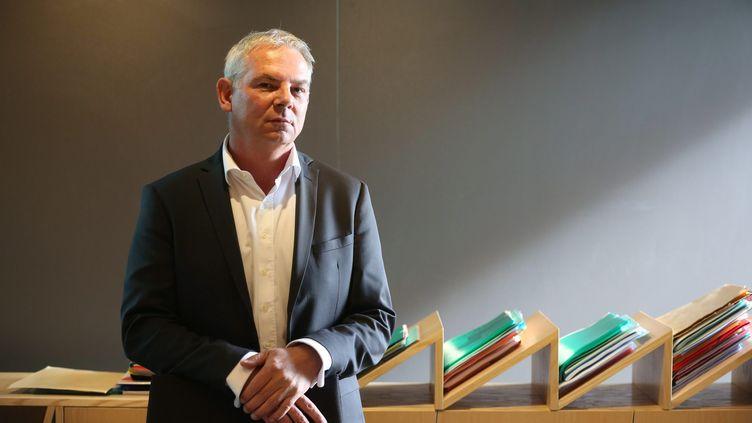 Thierry Lepaon, le secrétaire général de la CGT, dans son bureau, à Montreuil (Seine-Saint-Denis). (  MAXPPP)
