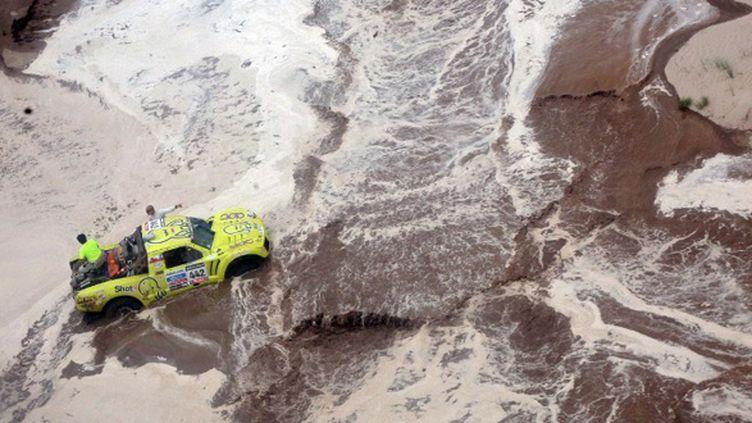 La crue dans un rio du Dakar (-- / POOL)