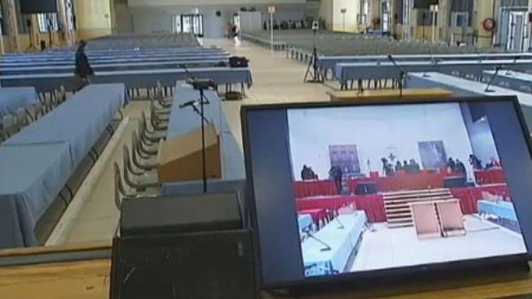 Salle d'audience du procès d'AZF à Toulouse (Haute-Garonne). (FTVi)