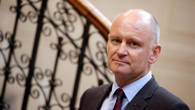 L'ancien adjoint à la Culture de la mairie de Paris Christophe Girard, le 18 décembre 2013 dans la mairie du 4e arrondissement de la capitale. (LIONEL BONAVENTURE / AFP)