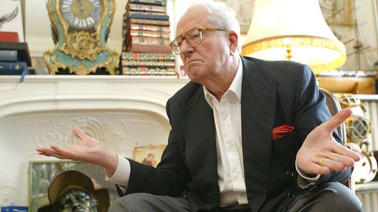 (Jean-Marie Le Pen chez lui le 21 avril 2006 © MaxPPP)