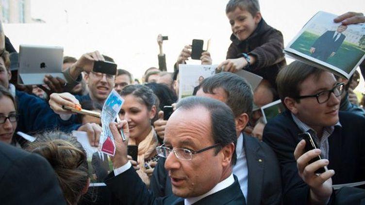 Bain de foule pour François Hollande à l'Elysée, lors des journées du patrimoine (16 septembre 2012)  (Bertrand Langlois / Pool / AFP)