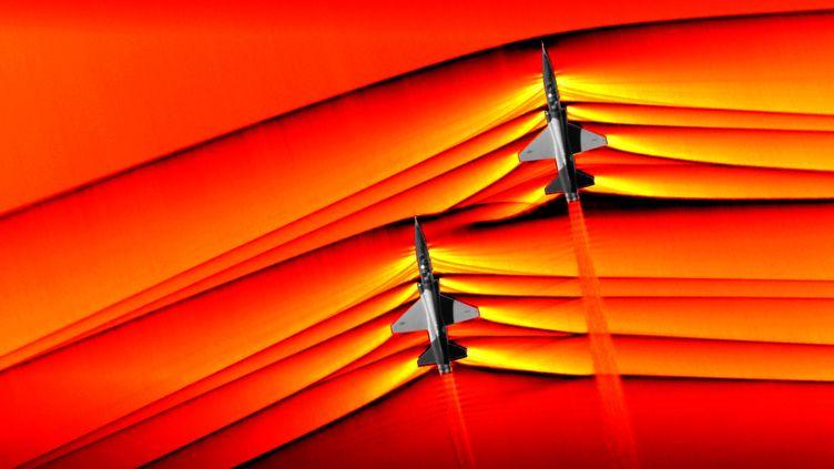 Une image, prise par la Nasa en décembre 2018 et publiée le 5 mars 2019, montrant les ondes de choc de deux avions franchissant le mur du son au dessus du désert de Mojave, en Californie. (NASA)