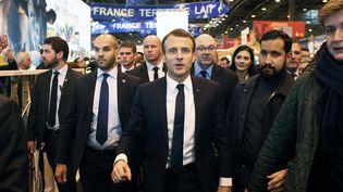 Alexandre Benalla accompagne Emmanuel Macron lors de sa première visite en tant que chef d'Etat au salon de l'Agriculture, le 24 février 2018, Porte de Versailles, à Paris. (THIBAULT CAMUS / POOL)