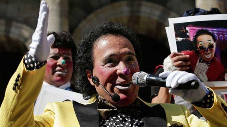 (Des célébrités locales, footballeurs, actrices, et même des clowns, comme ci-contre Lagrimita, se présentent aux élections législatives mexicaines avec un discours anti-corruption et anti-politique © REUTERS/Alejandro Acosta)