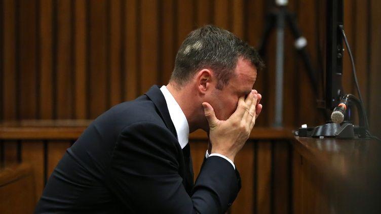 L'athlète sud-africain Oscar Pistorius lors de son procès à Pretoria (Afrique du Sud), le 19 mars 2014. (THEMBA HADEBE / AFP)