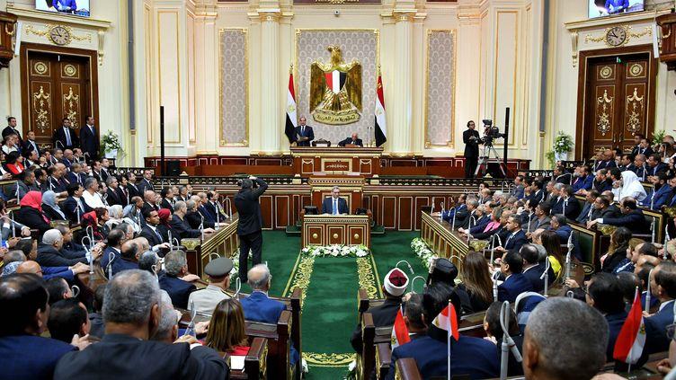Le président égyptien Abdel Fattah al-Sissi prononce un discours devant le Parlement à l'issue de sa prestation de serment pour son second mandat, le 2 juin 2018. (AFP / EGYPTIAN PRESIDENCY)