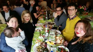 Repas de Pâques en famille dans un restaurant du 7e arrondissement de Paris. (BENJAMIN ILLY / RADIO FRANCE)