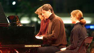 Les pianistesEmmanuel Strosser et Claire Desert en 4 mains, lors du festival de musique classiqueLa folle journeede Nantes en 2003. (MAXPPP)