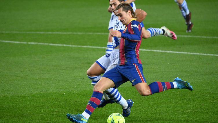 Antoine Griezmann, l'attaquant du FC Barcelone, face à son club formateur de la Real Sociedad (LLUIS GENE / AFP)