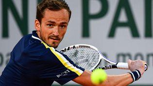 Daniil Medvedev au deuxième tour de Roland-Garros 2021. (MARTIN BUREAU / AFP)
