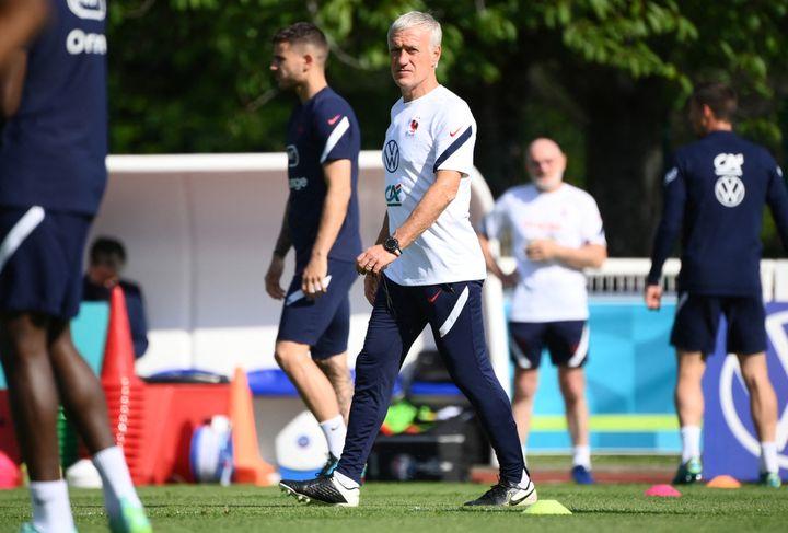 Didier Deschamps lors de l'entraînement des Bleus à Clairefontaine, le 11 juin (FRANCK FIFE / AFP)