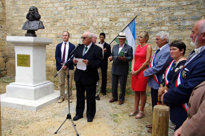 La cérémonie d'inauguration du buste d'Orélie-Antoine Ier, le 18 août 2016 à Tourtoirac (Dordogne). (J-L BOULARD / ROYAUME D'ARAUCANIE ET DE PATAGONIE)