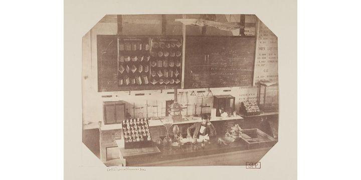 Taupenot dans son laboratoire de La Flèche, Tirage sur papier salé albuminé, 1855. D'après un négatif sur verre au collondion albuminé sec, 1855  (Société française de photographie, Paris)