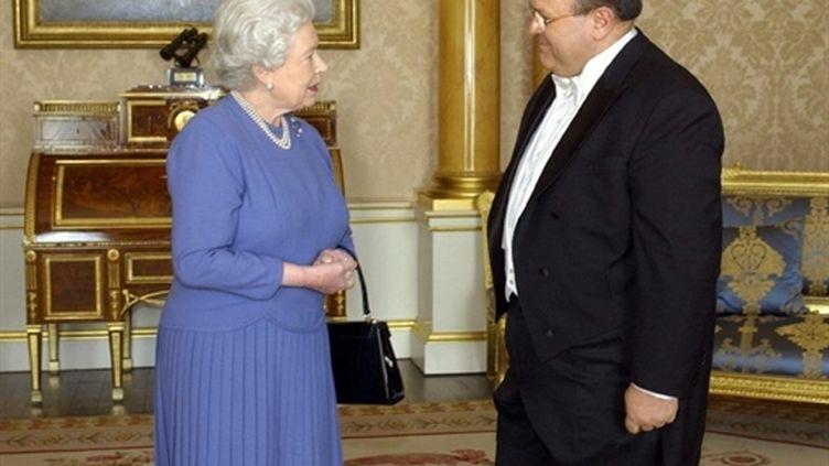 L'ambassadeur de Syrie, Sami Khiyami, présente ses lettres de créance à la reine Elisabeth II, le 3 mars 2005 à Londres (AFP - FIONA HANSON)