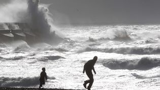 Le Royaume-Uni a été lourdement touché par la tempête Christian, puisque quatre personnes ont perdu la vie lundi 28 octobre 2013. (DSDD / SPAB/ ZDS / WENN.COM / SIPA)