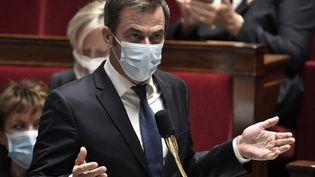Le ministre de la Santé, Olivier Véran, à l'Assemblée nationale, à Paris, le 3 novembre 2020. (STEPHANE DE SAKUTIN / AFP)