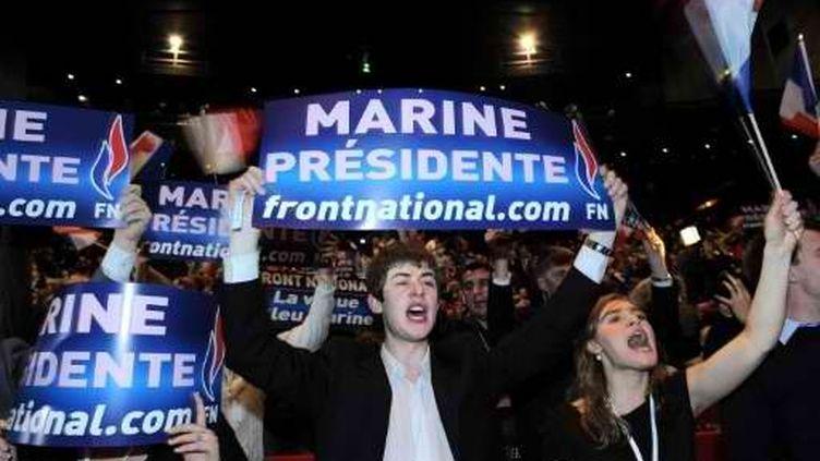 Les jeunes frontistes félicitent Marine Le Pen après son élection la tête du FN, lors du Congres de Tours, le 16 janvier 2011. (AFP - Miguel Medina)