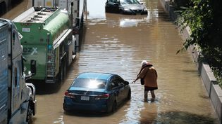 La Major Deegan Expressway inondée après une nuit de très fortes pluies dues aux restes de l'ouragan Ida, le 2 septembre 2021, dans l'arrondissement du Bronx, à New York. (SPENCER PLATT / GETTY IMAGES NORTH AMERICA)
