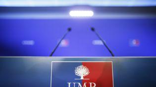 Le pupitre du point presse de l'UMP, le 22 novembre 2012 au siège du parti, à Paris. (KENZO TRIBOUILLARD / AFP)