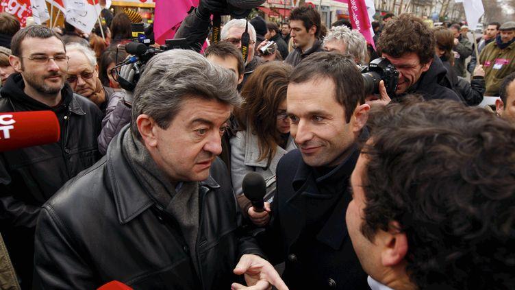 Jean Luc Mélenchon et Benoît Hamon, le 21 janvier 2010, lors d'une manifestation contre les suppressions de postes dans la fonction publique. (NICOLAS TAVERNIER / REA)