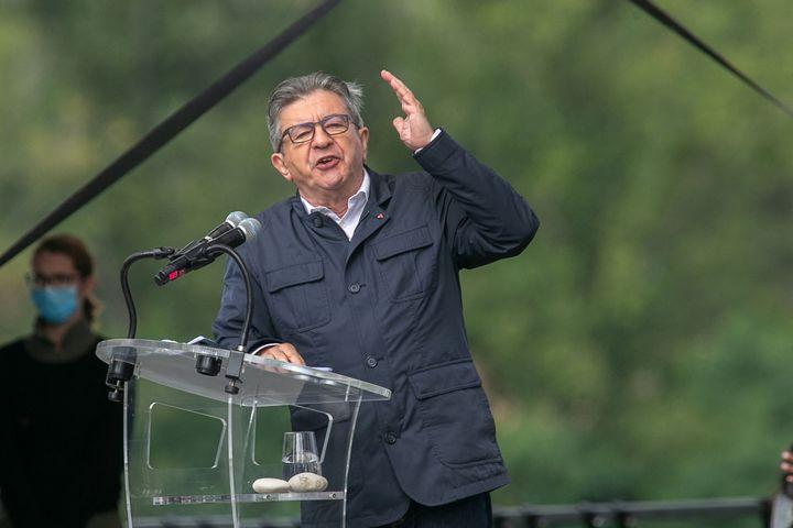 Jean-Luc Mélenchon donne un meeting à Châteauneuf-sur-Isère (Drôme) le 29 août 2021. (NICOLAS GUYONNET / HANS LUCAS / AFP)