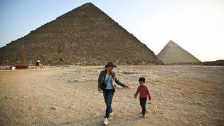 Les pyramides de Gizeh, le 9 novembre 2014, au Caire (Egypte). (MOHAMED EL-SHAHED / AFP)