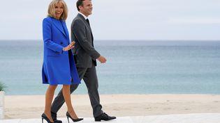 Le président français Emmanuel Macron et son épouse Brigitte Macron au sommet du G7, à Carbis Bay, en Angleterre, le 11 juin 2021. (AFP)