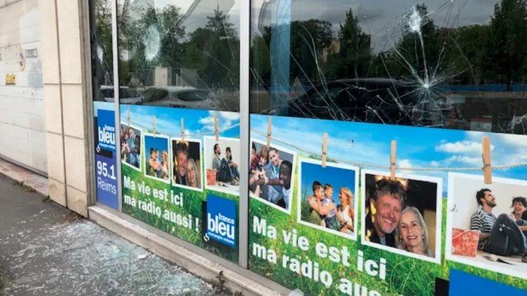 Les locaux de France Bleu Champagne vandalisés après la manifestation des gilets jaunes, à Reims, samedi 18 mai 2019. (RADIO FRANCE / SYLVIE BASSAL)