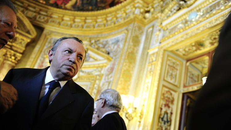 Le socialiste Jean-Noël Guérini dans les couloirs du Sénat, le 1er octobre 2011. (CHRISTOPHE MORIN / IP3 / MAXPPP)