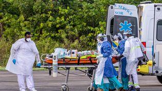 Le Conseil scientifique juge probable une seconde vague de coronavirus dès cet automne en France. Les personnels de santé, épuisés, redoutent ce scénario. (JODY AMIET / AFP)