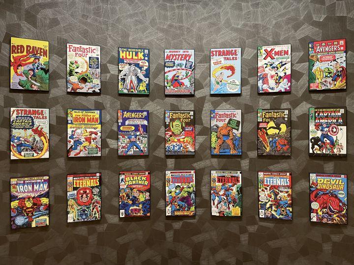 Desunes de célèbres comics (Avengers, les Quatre Fantastiques, les X-Men) rassemblant des dizaines de héros Marvel sont réunies dans la galerie. (Anthony Jammot)