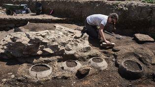 Fouille à Sainte-Colombe (Rhône), où on a découvert un quartier romain dans un état de conservation exceptionnel  (Jean-Philippe Ksiazek / AFP)