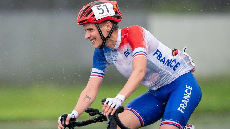 Marie Patouillet, médaillée de bronze lors de l'épreuve sur route en catégorie C4-5 des Jeux paralympiques de Tokyo, le 2 septembre2021. (YONATHAN KELLERMAN)