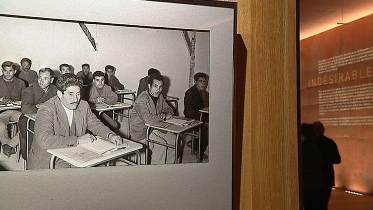 A partir de 1962, des milliers de Harkis quittent l'Algérie pour la France où transiteront pas des camps dont celui de Rivesaltes.  (France 3 / Culturebox capture d'écran)