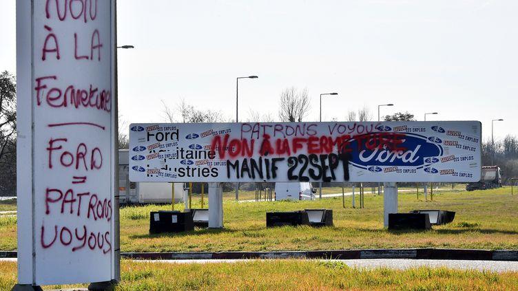 Devant le site de l'usine Ford de Blanquefort (Gironde), le 18 février 2019. (GEORGES GOBET / AFP)