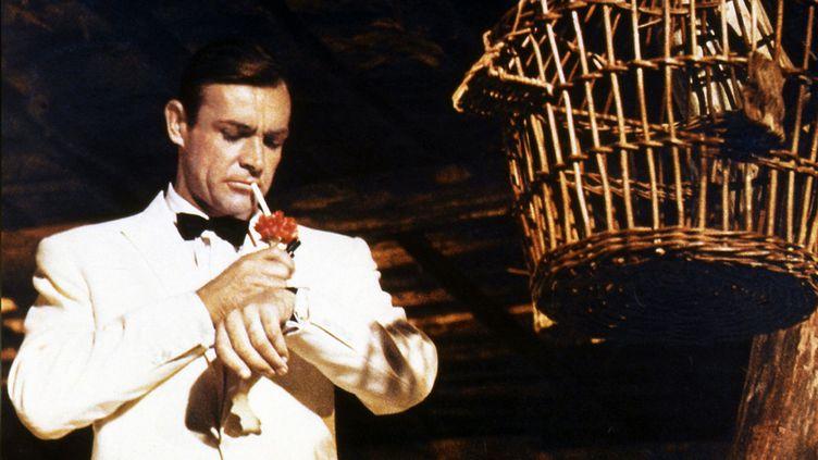 """L'acteur Sean Connery interprète le rôle de James Bond dans le film """"Goldfinger"""", sorti en 1964. (EON PRODUCTIONS)"""