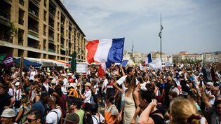 Des manifestants anti-pass sanitaire, le 24 juillet 2021 à Marseille (Bouches-du-Rhône). (CLEMENT MAHOUDEAU / AFP)
