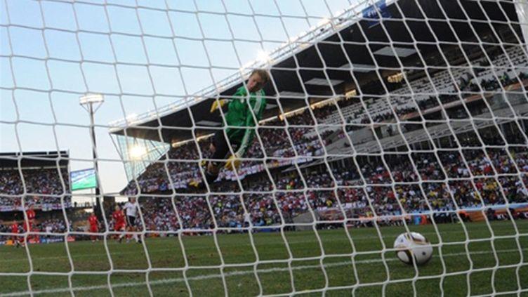 Le ballon de l'Anglais Franck Lampard avait bien franchi la ligne de but lors du 8e de finale Angleterre - Allemagne (JEWEL SAMAD / AFP)