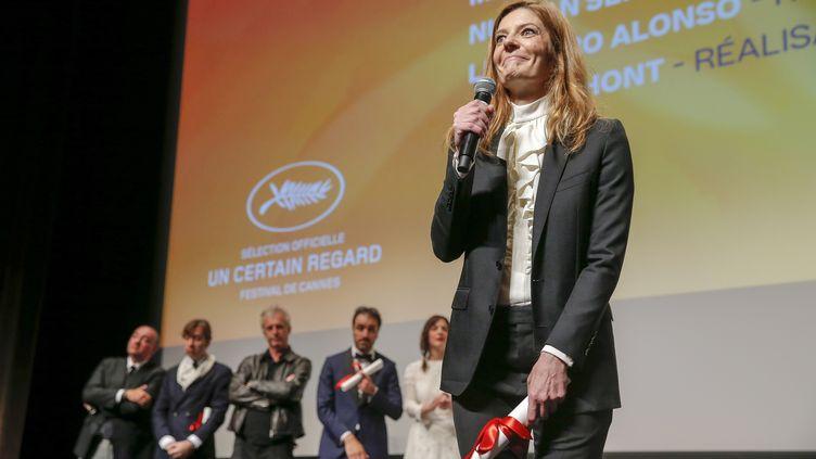 L'actriceChiara Mastroianni reçoit le prix d'interprétation Un Certain Regard pourChambre 212 (JULIEN WARNAND / EPA)
