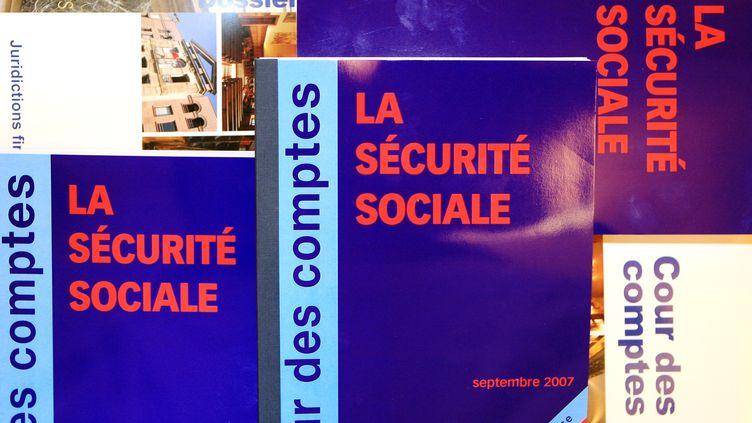 La Cour des comptes propose des pistes d'économies pour réduire le déficit de la sécurité sociale, dans son rapport publié le 17 septembre 2013. (JACQUES DEMARTHON / AFP)