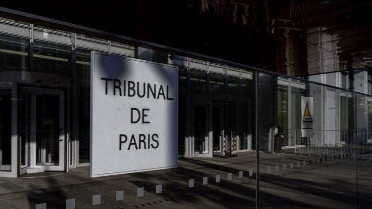 Devant le tribunal de Paris, le 31 juillet 2021. (ESTELLE RUIZ / HANS LUCAS / AFP)