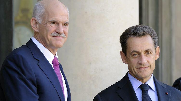 Le Premier ministre grec George Papandreou (à g.) et le président français Nicolas Sarkozy à l'Elysée, à Paris, le 30 septembre 2011. (ERIC FEFERBERG / AFP)